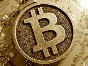 quién fundó bitcoin